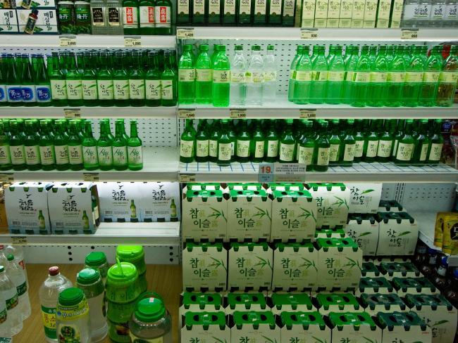Soju, vendido praticamente em qualquer lugar.