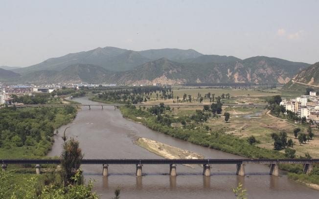 Rio Tumen, que separa parte da China da Coreia do Norte.