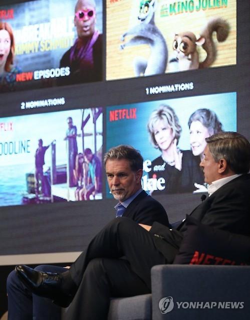 Reed Hastings, Ceo Da Netflix, E O Oficial De Conteúdo Principal Da Empresa, Ted Sarandos, Falam Em Um Evento De Mídia Em Seul, No Dia 30 De Junho. (Imagem: Yonhap)