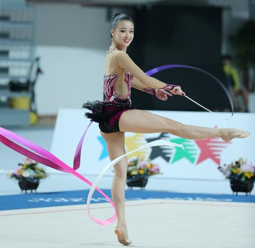 Son YeonJae da ginástica rítmica também pode levar para casa uma medalha, apesar de não ser favorita. Foto: The Chosun Ilbo