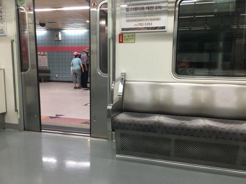 Dentro do Metrô