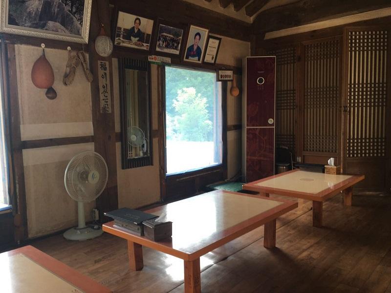 O interior de uma Hannok.