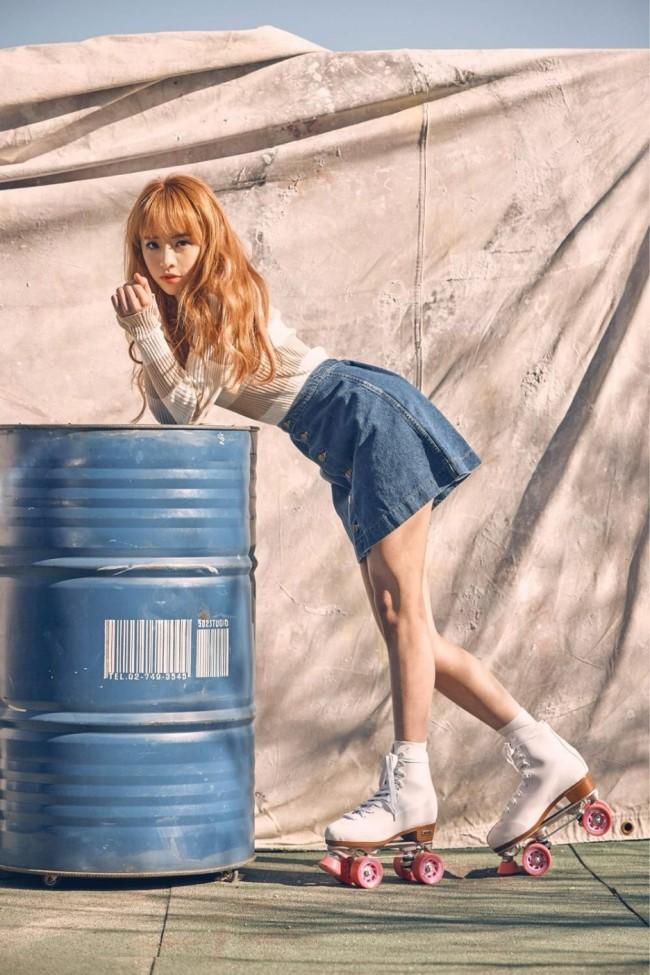 Foto promocional da integrante do grupo Oh My Girl, JinE, que anunciou em 25 de agosto que interromperia todas as atividades em palco após ser diagnosticada com anorexia. (WM Entertainment)