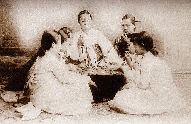 Os Hanboks Brancos do Passado.