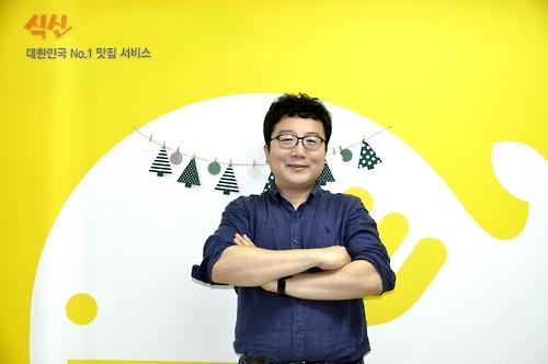 "Ahn Byeong-ik, chefe do site de informações de restaurante Siksin. (Foto cortesia de ""Siksin"")"