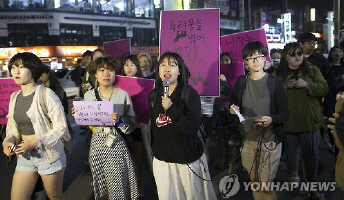 Protesto feminista feito em Gangnam.