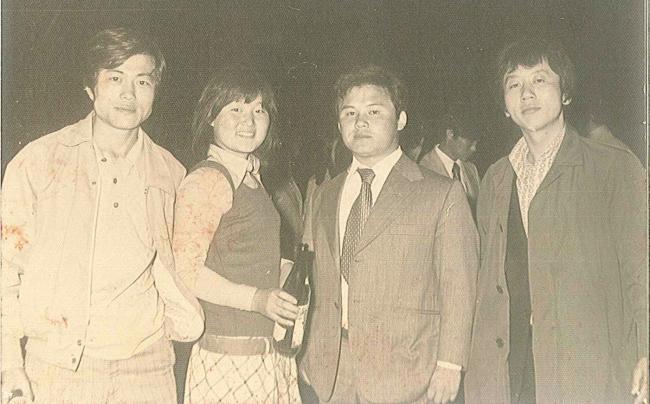 Moon, o primeiro à esquerda, nos tempo de faculdade. Foto: Korea Herald