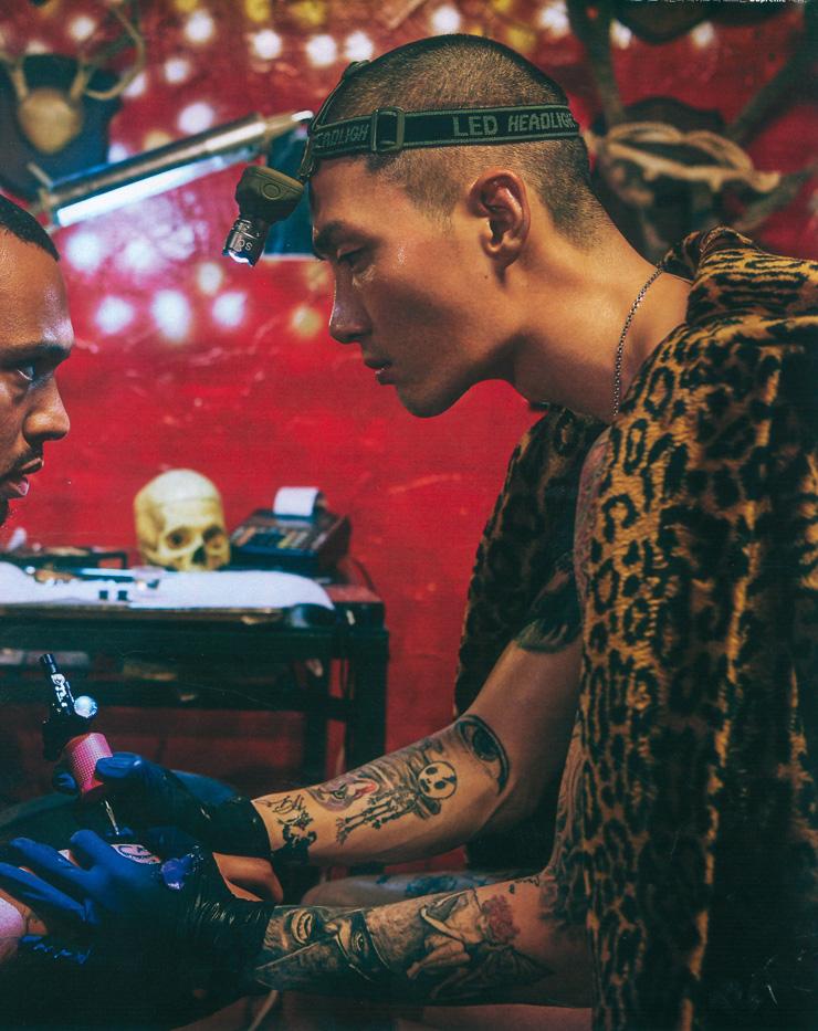 Modelo E Tatuador Noma Han / Cortesia Da Esteem Entertainment