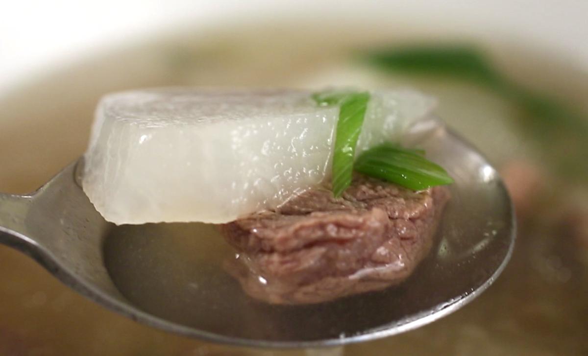beefradishsoup_spoon