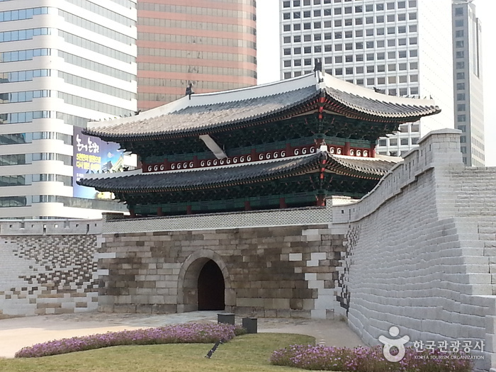 Portão Sungnyemun. Foto: Korea Tourism Organization.