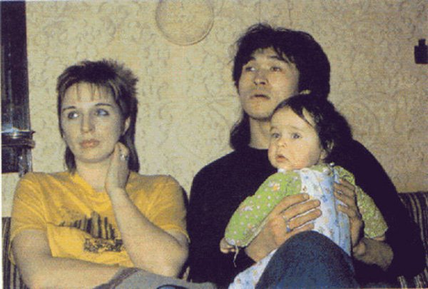 Viktor, sua esposa e filho. Foto: Diletant Media