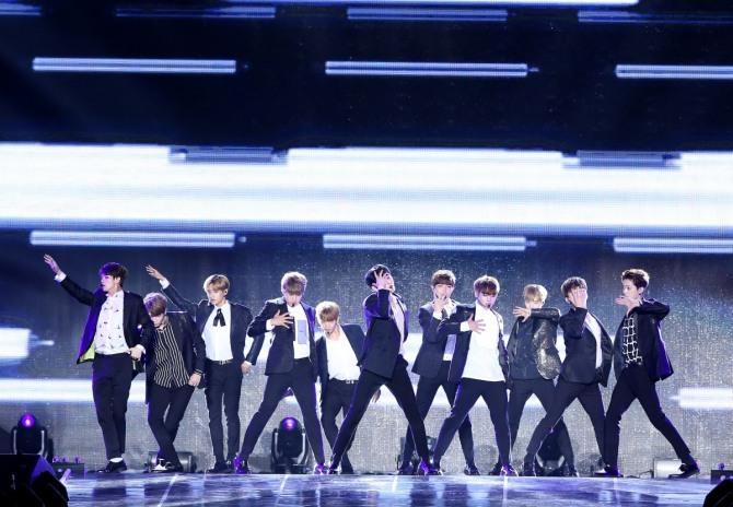 Wanna One em seu show de debut. Foto: YMC Entertainment.