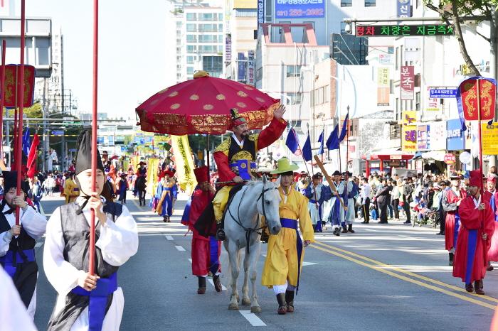 Parada no Festival Cultural Suwon Hwaseong. Foto: Visit Korea.