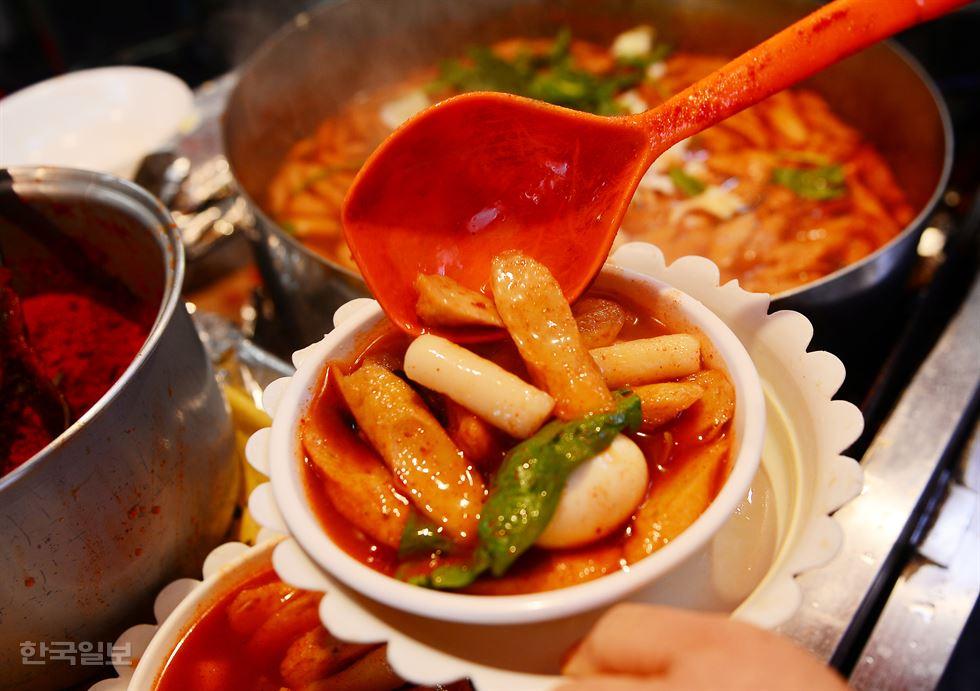 O prato decorado do 6.25 Tteokbokki.
