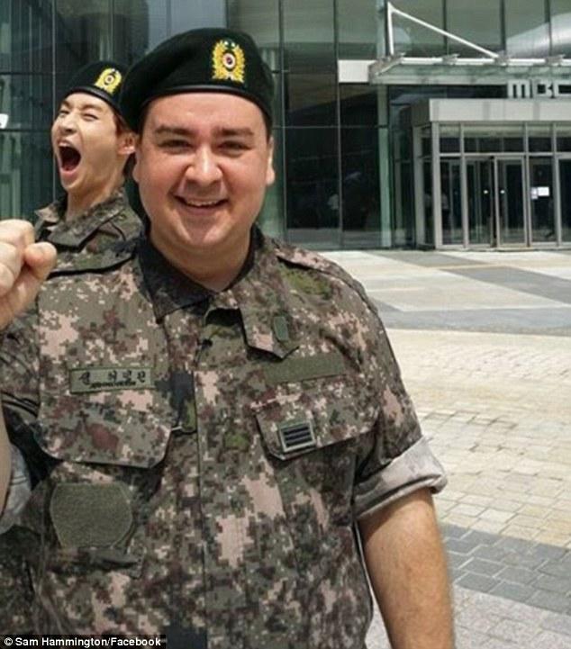 Sam em seus dias de exército. Foto: Facebook Pessoal do Artista
