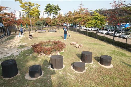 Foto Liberada Pela Secretária De Dobong-Gu, Mostra A Vista Do Parque Criado Especialmente Para Animais De Estimação. (Yonhap)