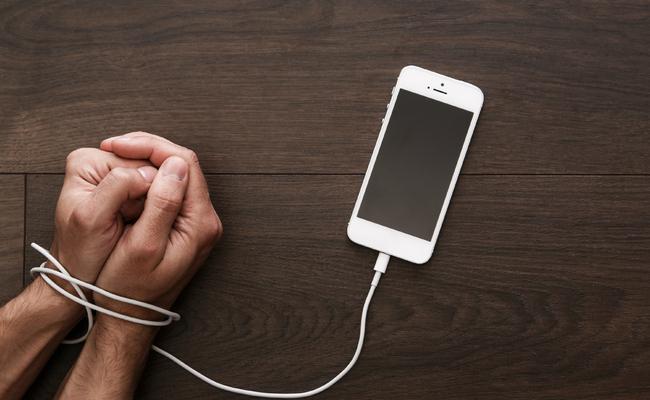 Vício Em Smartphones, Um Dos Males Da Vida Moderna. Foto: Korea Bizwire