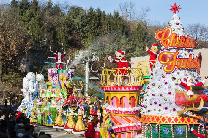 """""""Parada de Natal"""" durante a Christmas Fantasy em Everland. Foto: Visit Korea"""