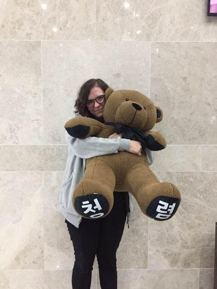 Eu e o ursinho da Integridade (É o que tá que tá escrito no pé dele).