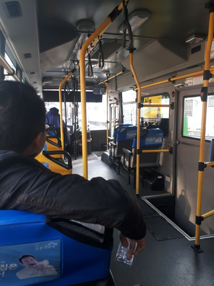 Casual no Ônibus.