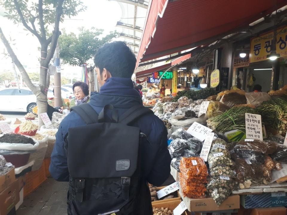 Casual no Mercado Municipal.