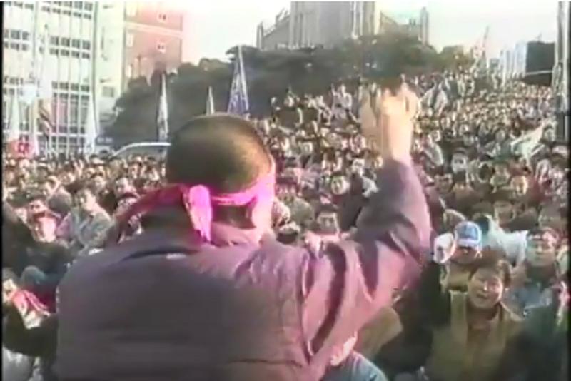 Assembléia de lideres grevistas e os trabalhadores já em greve.