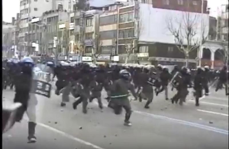 Policia em atividade anti protestantes.