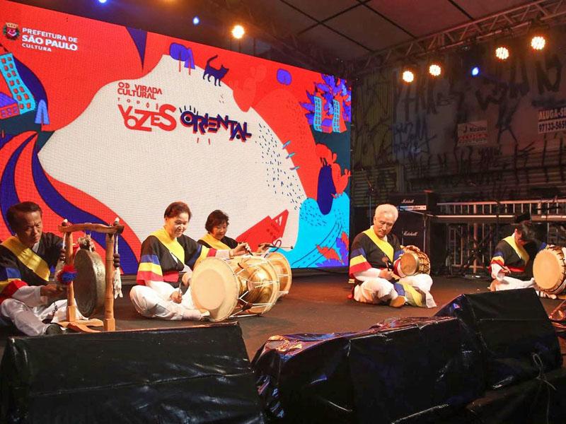 A Hanullim Samulnori mostrou a potente combinação dos quatro instrumentos tradicionais coreanos.