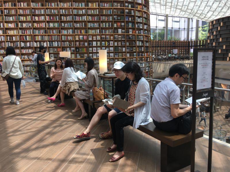 Biblioteca Starfield. Foto: 10 Magazine Korea