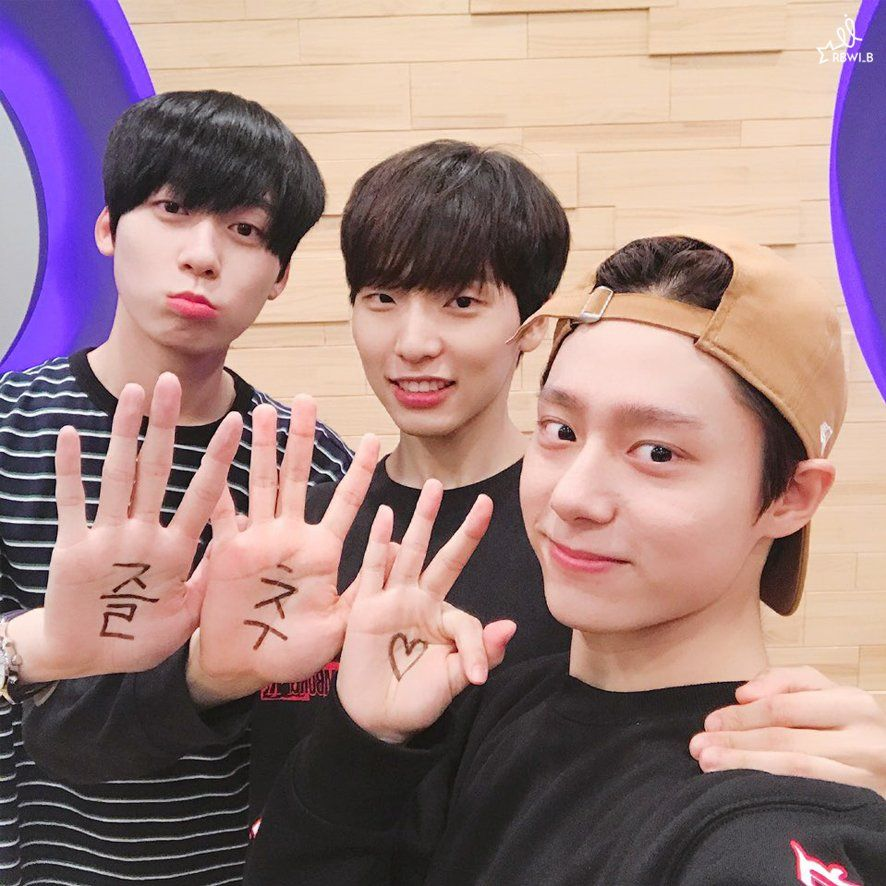 Lee Gun Min, Lee Gun Hee e Yeo Hwan Woong no Produce 101. Foto: Pinterest