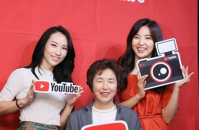As YouTubers Park Smi, Cho Seong-ja e Choi Seo-young no Evento realizado pelo Google Campus (Imagem: KPR)