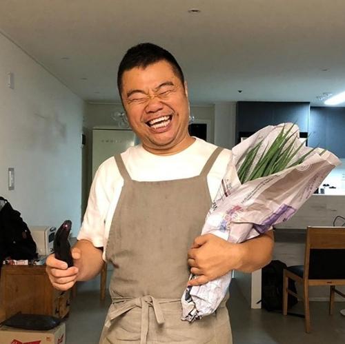 O comediante Jeong Jong-chul em sua casa. Foto: arquivo pessoal