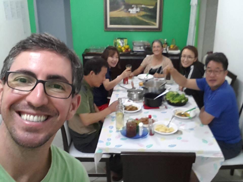 As famílias de Deyvid e Sora confraternizam em Guaçuí, no Espirito Santo, Brasil. Foto: arquivo pessoal.