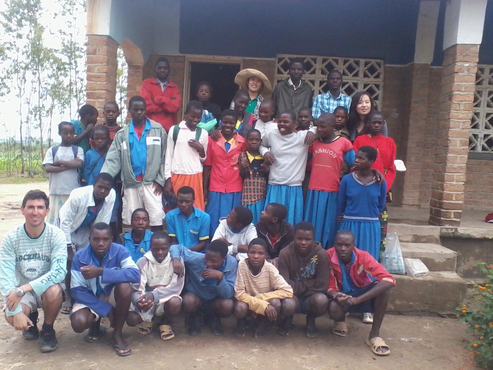 Com alunos, Malawi, África. Foto: arquivo pessoal.