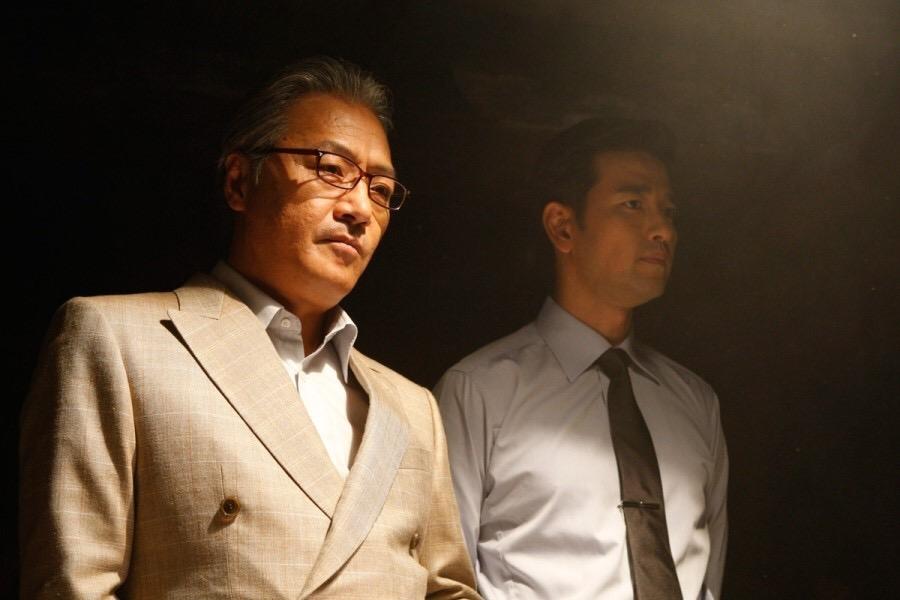 Os atores Lee Kyoung-Young (E) e Bae Soo-Bin (D). Foto: IMDb.