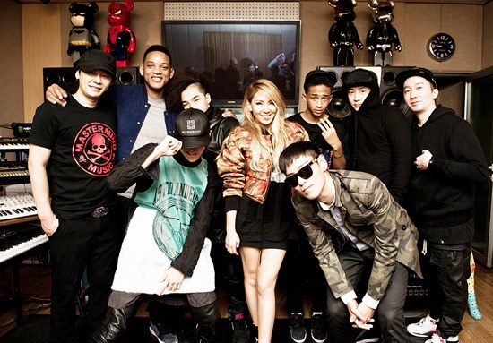 Will e Jaden com integrantes da 'YG Family'.