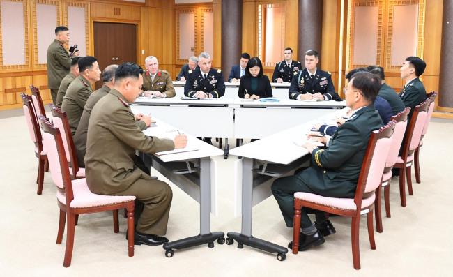 Reunião entre as autoridades militares coreanas e do Comando das Nações Unidas. Imagem: Yonhap News.