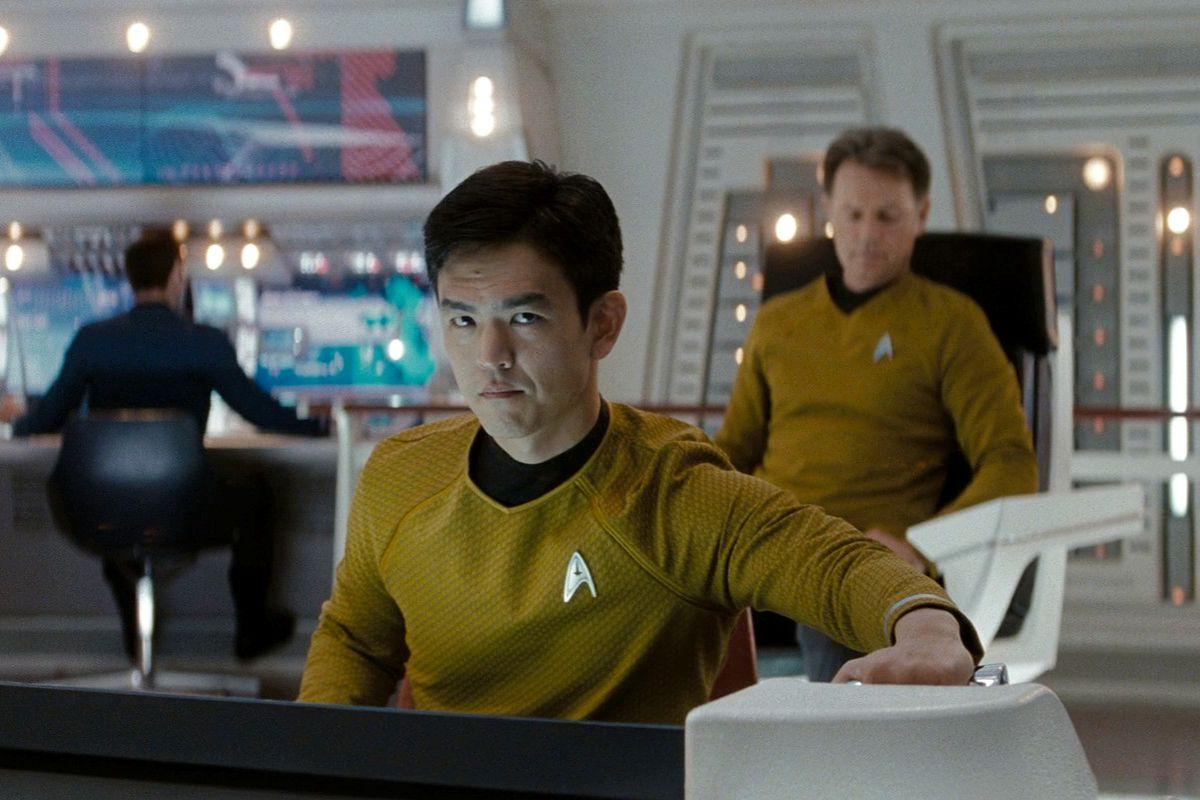 """John Cho deu uma versão nova ao clássico personagem de """"Sar Trek"""" Hikaru Sulu. Foto. Vox."""