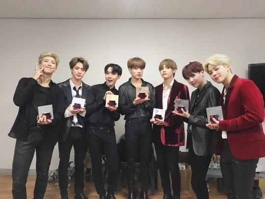 Bts Se Torna O 1º Grupo De K-Pop A Estar Na Bloomberg 50