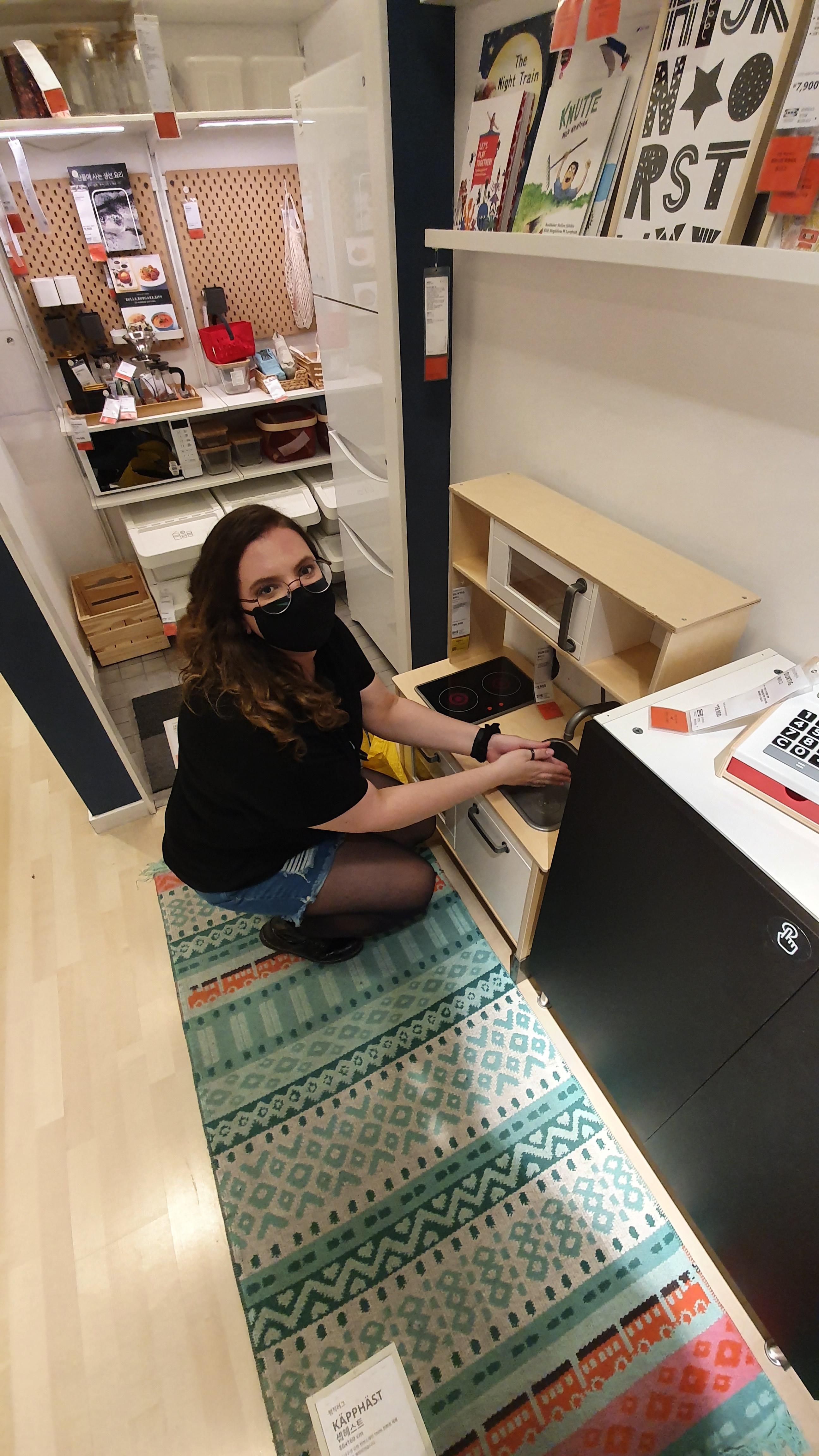 Amigos, Ikea E Estudos