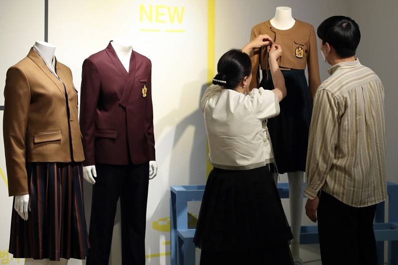 20 Escolas Serão Selecionadas Para Usar Uniformes Inspirados No Hanbok