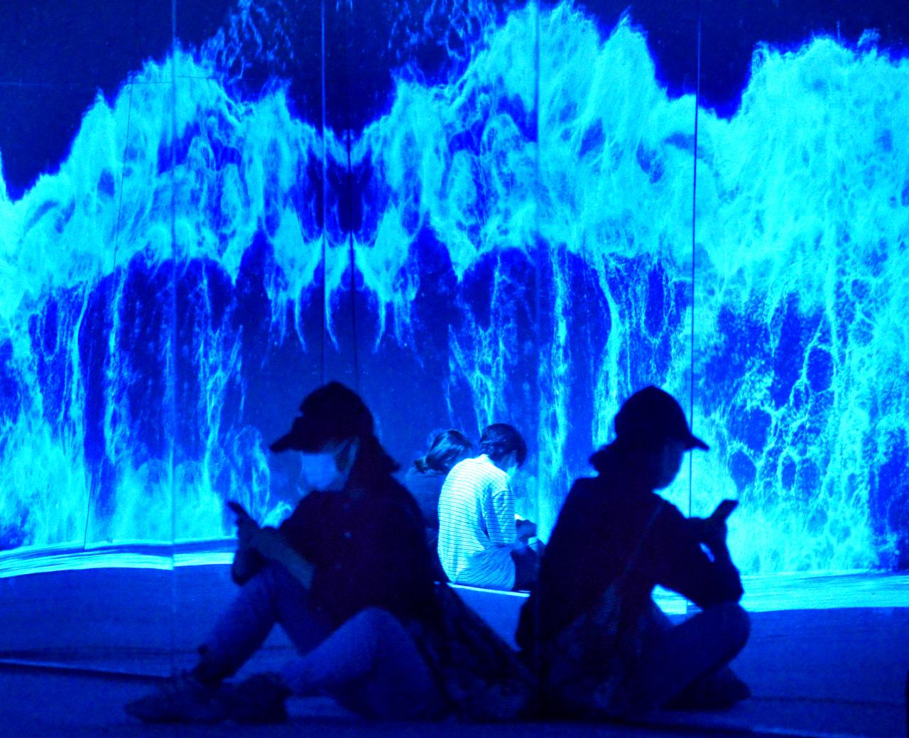 Moradores De Seul Experimentam Um &Quot;Mar Digital&Quot;