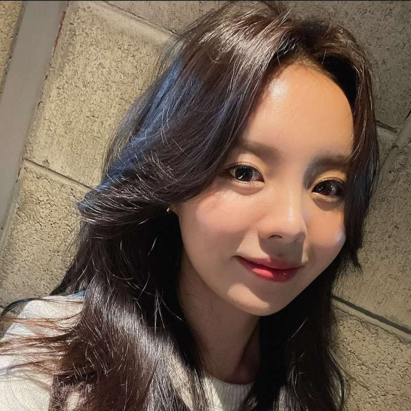 Jung Jiwoo, Irmã De J-Hope, Assina Com A Cube Entertainment